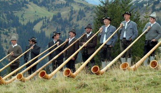 ホルン奏者に思いっきり叱られそうな〇〇をルーマニアで発見!