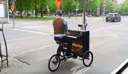 フィンランドの自転車ピアノおじ様がカッコイイ。