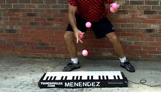 ジャグリングピアニスト!これぞパフォーマー!