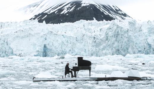 ノルウェーで行われた氷上のコンサートで癒される