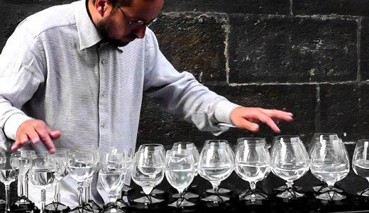 【グラスハープ奏者】ワイングラスで奏でる「ラ・カンパネラ」が凄すぎる
