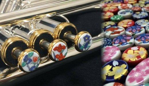 楽器と伝統的な有田焼のコラボレーショングッズが素敵