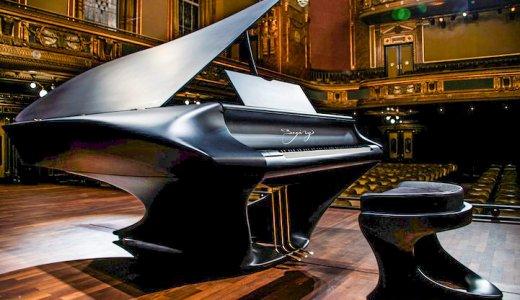 ハンガリー製の新型グランドピアノが超かっこいい!