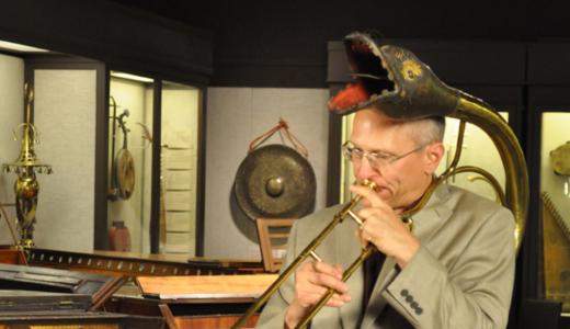 19世紀前半のドラゴンベルを持つ楽器「ビュサン」