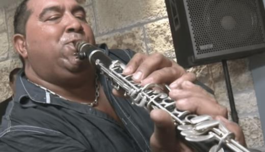 【動画】クラリネットおじさんの特殊奏法が凄い