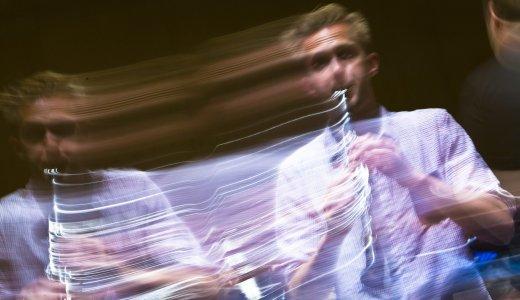 【動画】プロ奏者がヘリウムガスを吸ってクラリネットを演奏したら凄くヘンテコになった
